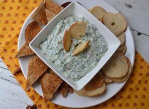 Рецепта за спаначен дип с орехи и синьо сирене